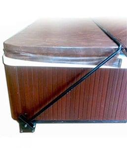 Manual hot tub cover lifter