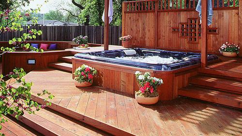 6 Beautiful Hot Tub Decoration Ideas