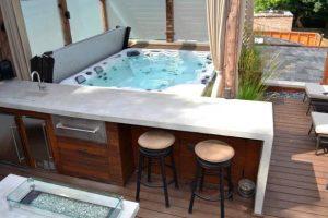 Hot tub mini bar